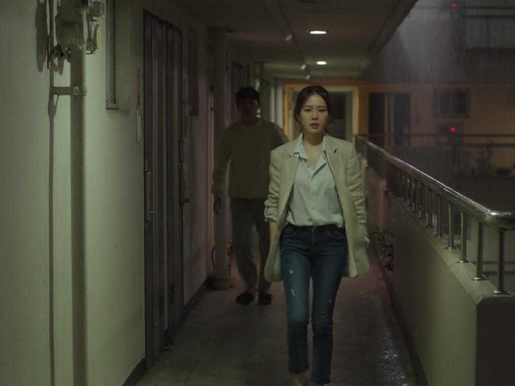 Dù quần jeans dáng ôm có hot hay không, Son Ye Jin vẫn chẳng ngán diện từ phim đến đời thực - Ảnh 6