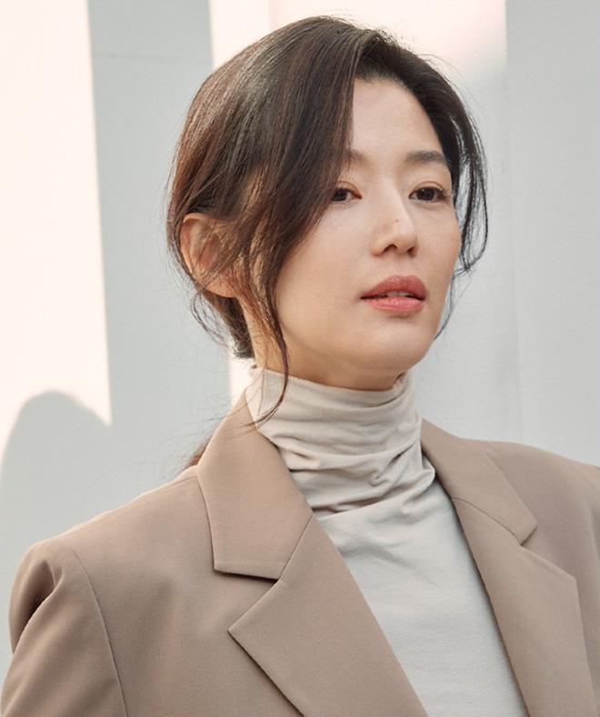 Vạn kiếp bị chê nhạt nhưng Song Hye Kyo lại là người có style tóc 'tắc kè hoa' nhất trong số ngũ đại mỹ nhân Kbiz - Ảnh 1