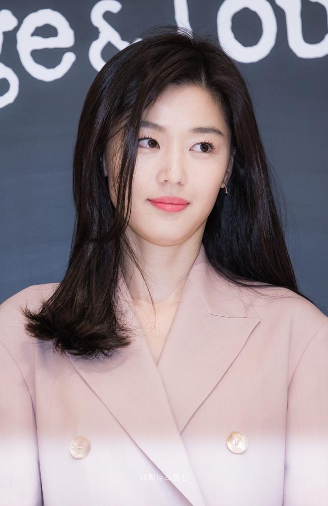 Vạn kiếp bị chê nhạt nhưng Song Hye Kyo lại là người có style tóc 'tắc kè hoa' nhất trong số ngũ đại mỹ nhân Kbiz - Ảnh 3
