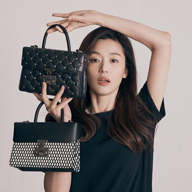 Vạn kiếp bị chê nhạt nhưng Song Hye Kyo lại là người có style tóc 'tắc kè hoa' nhất trong số ngũ đại mỹ nhân Kbiz - Ảnh 4