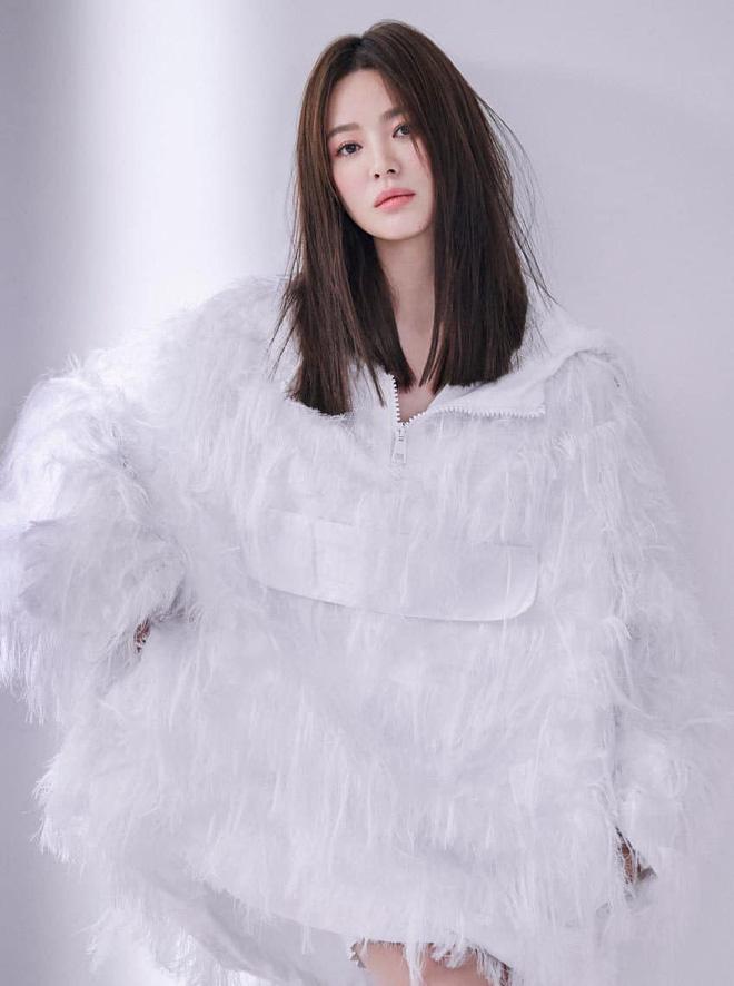 Vạn kiếp bị chê nhạt nhưng Song Hye Kyo lại là người có style tóc 'tắc kè hoa' nhất trong số ngũ đại mỹ nhân Kbiz - Ảnh 9