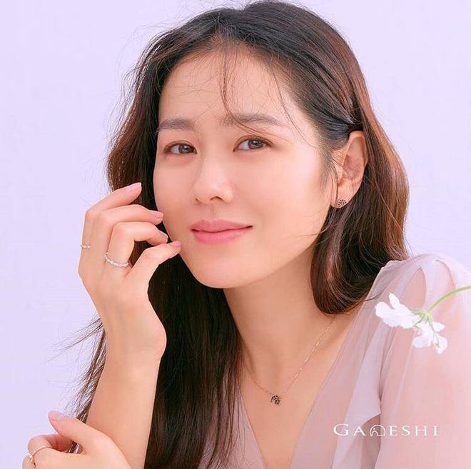 Vạn kiếp bị chê nhạt nhưng Song Hye Kyo lại là người có style tóc 'tắc kè hoa' nhất trong số ngũ đại mỹ nhân Kbiz - Ảnh 7