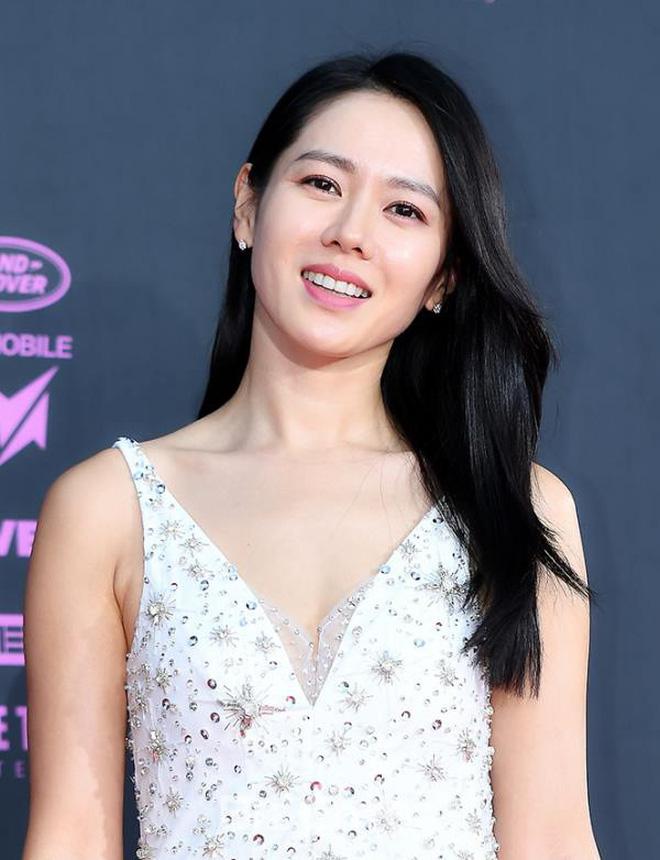 Vạn kiếp bị chê nhạt nhưng Song Hye Kyo lại là người có style tóc 'tắc kè hoa' nhất trong số ngũ đại mỹ nhân Kbiz - Ảnh 8