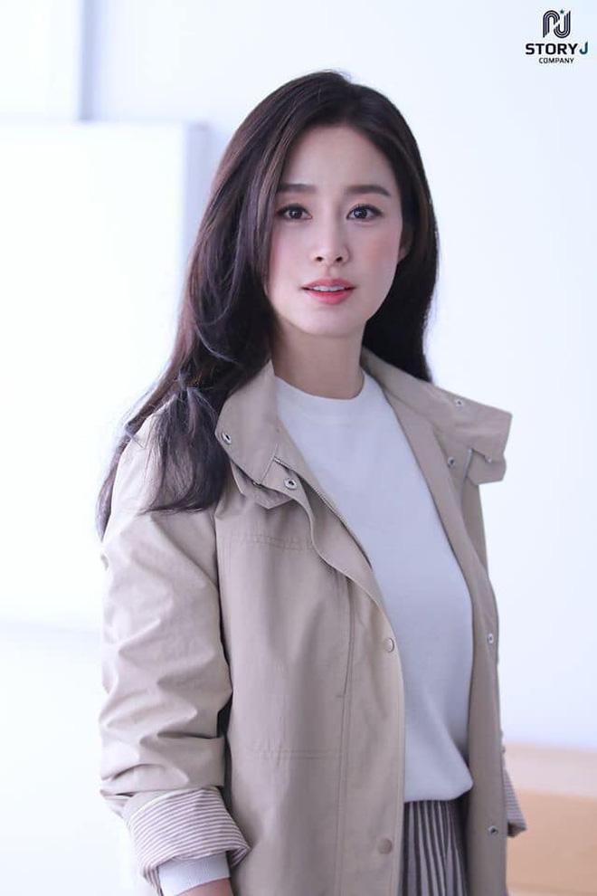 Vạn kiếp bị chê nhạt nhưng Song Hye Kyo lại là người có style tóc 'tắc kè hoa' nhất trong số ngũ đại mỹ nhân Kbiz - Ảnh 17