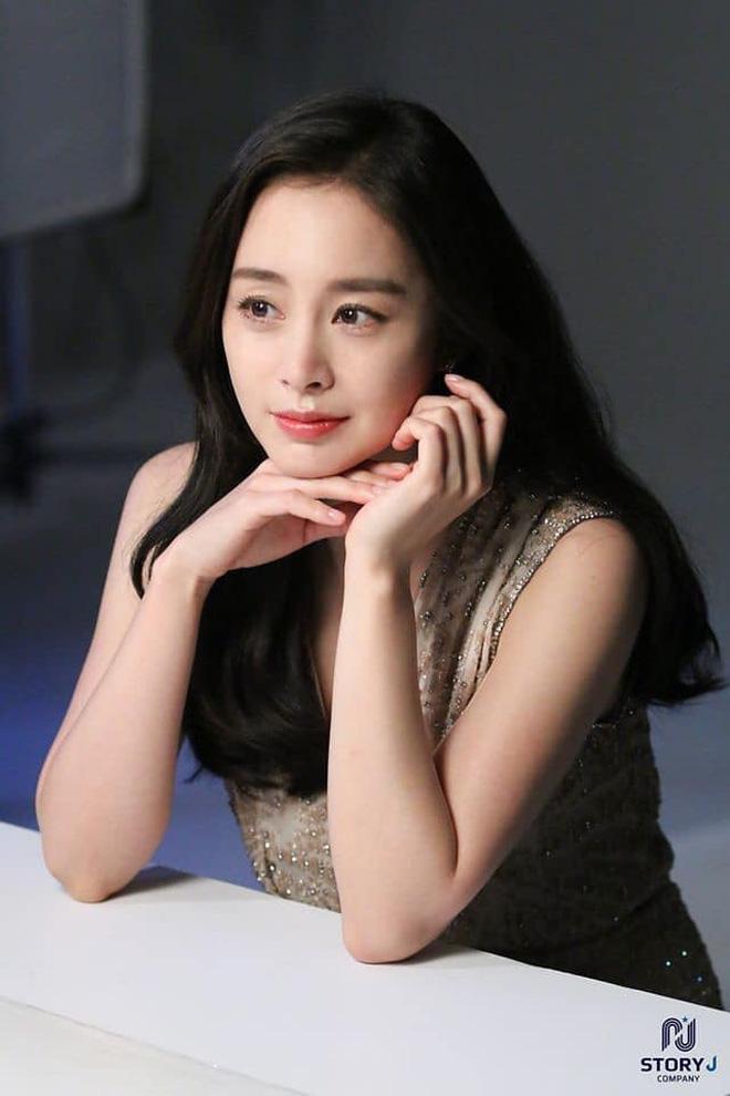 Vạn kiếp bị chê nhạt nhưng Song Hye Kyo lại là người có style tóc 'tắc kè hoa' nhất trong số ngũ đại mỹ nhân Kbiz - Ảnh 18