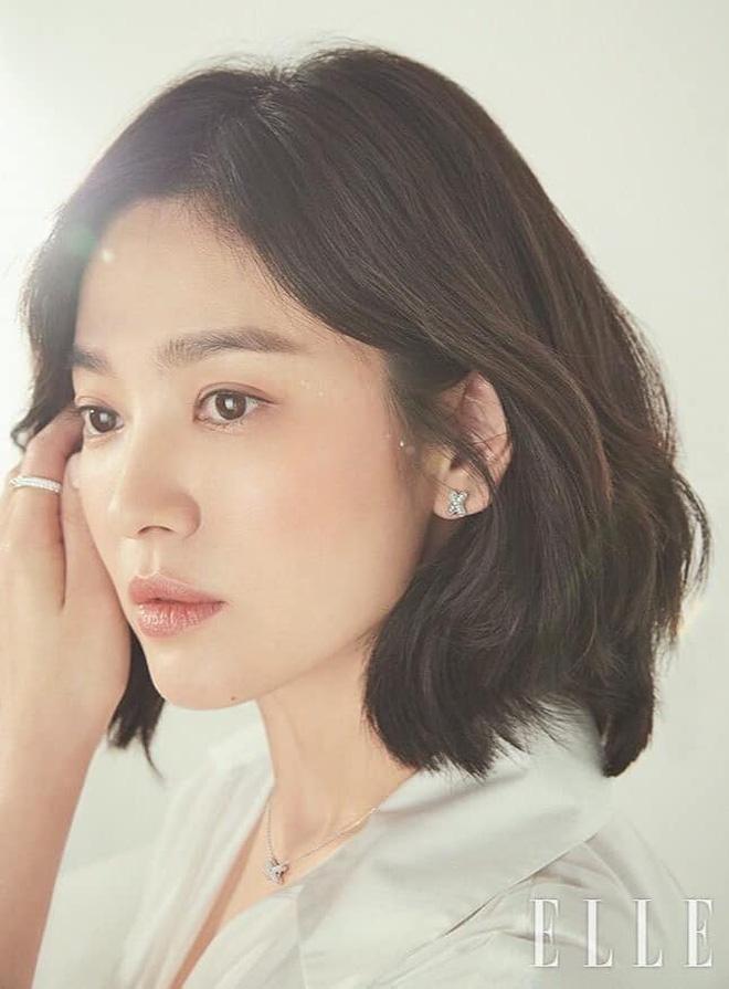 Vạn kiếp bị chê nhạt nhưng Song Hye Kyo lại là người có style tóc 'tắc kè hoa' nhất trong số ngũ đại mỹ nhân Kbiz - Ảnh 11