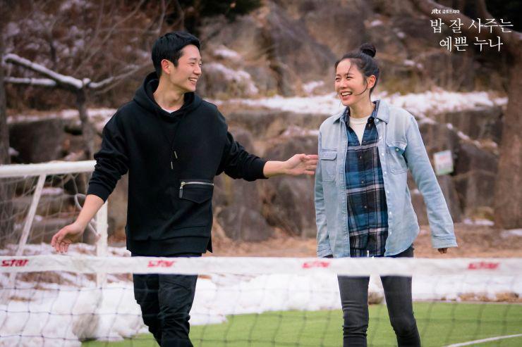 Dù quần jeans dáng ôm có hot hay không, Son Ye Jin vẫn chẳng ngán diện từ phim đến đời thực - Ảnh 7