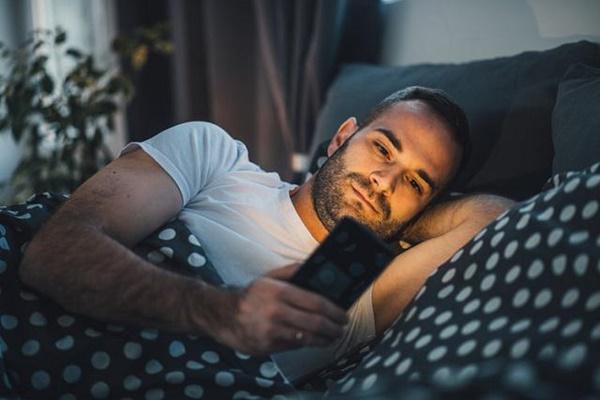 Thói quen trước khi đi ngủ khiến cân nặng tăng mất kiểm soát - Ảnh 3