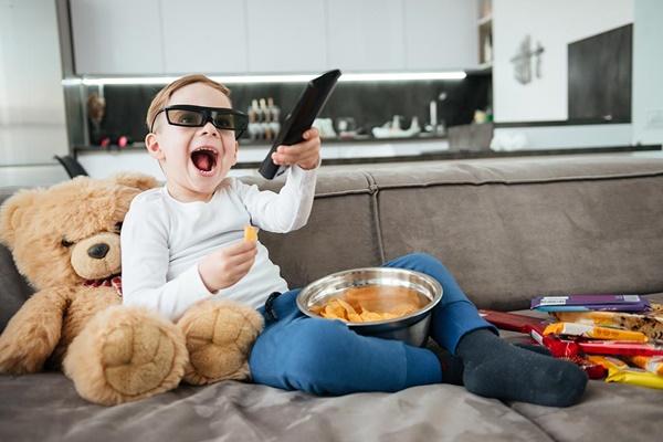 Vì sao không nên vừa ăn vừa xem tivi, máy tính? - Ảnh 3