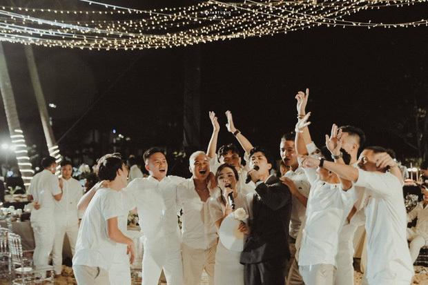 Lộ ảnh lễ cưới Công Phượng ở Nghệ An: Mượn sân bóng làm nơi đặt tiệc - Ảnh 3