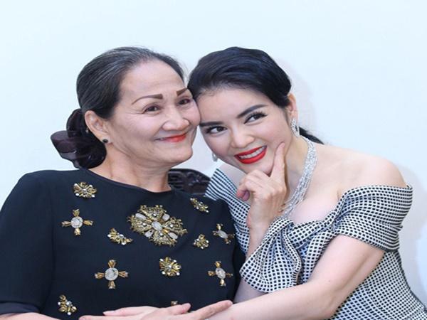 Lý Nhã Kỳ mua hẳn nhà tại Singapore, hủy tham gia Cannes để chữa bệnh cho mẹ suốt 6 năm - Ảnh 1