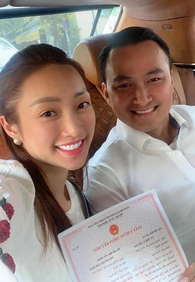 Vợ 3 kém 16 tuổi của Chi Bảo: Giàu, đẹp có quan hệ với nhiều nghệ sĩ nổi tiếng - Ảnh 1
