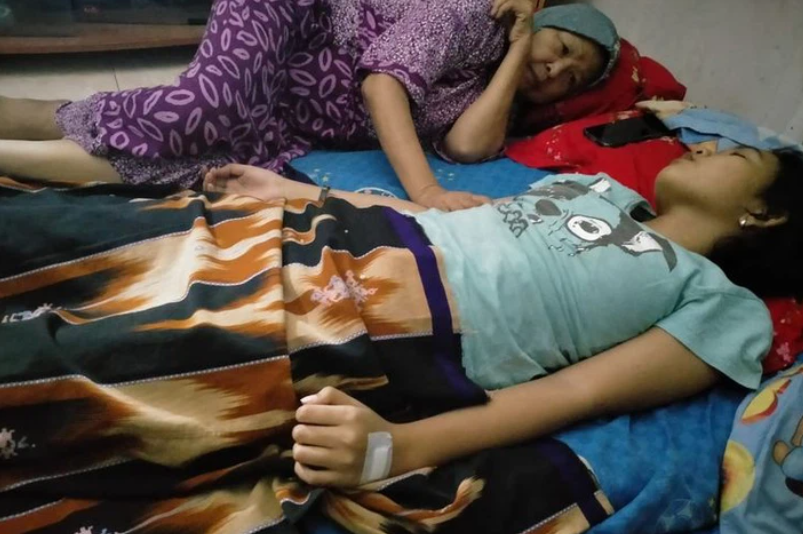 Quá lo lắng vì con gái 16 tuổi ngủ li bì trong 7 ngày liên tục, bố mẹ 'vác' con đi khám rồi sững sờ khi biết con mắc hội chứng 'Công chúa ngủ trong rừng' - Ảnh 1