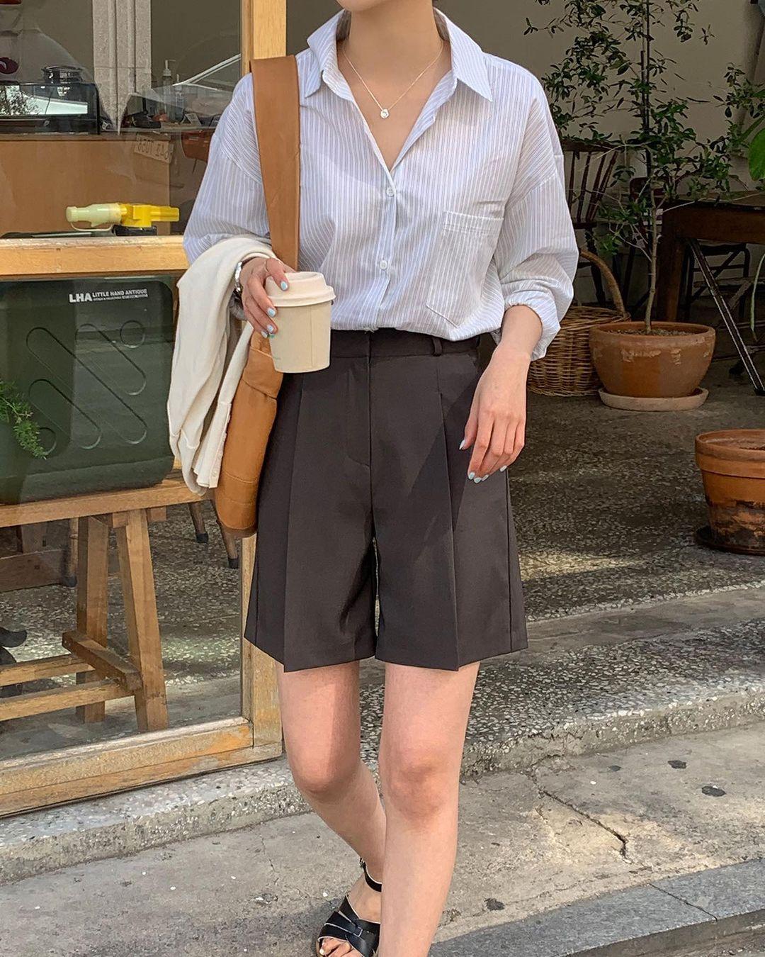 Hội sành điệu toàn mix quần shorts với 5 kiểu áo này để có outfit đẹp hết chỗ chê - Ảnh 1