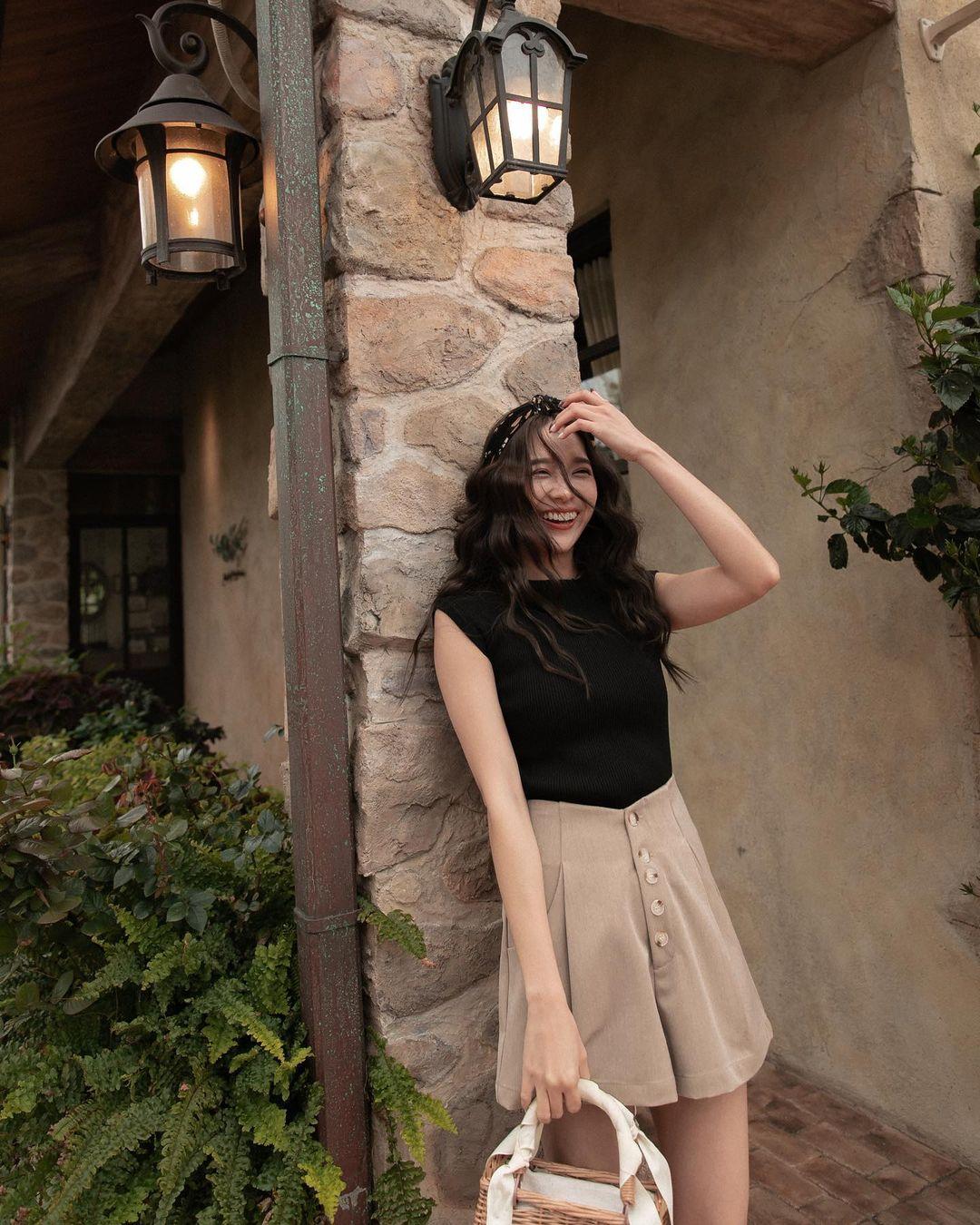Hội sành điệu toàn mix quần shorts với 5 kiểu áo này để có outfit đẹp hết chỗ chê - Ảnh 14