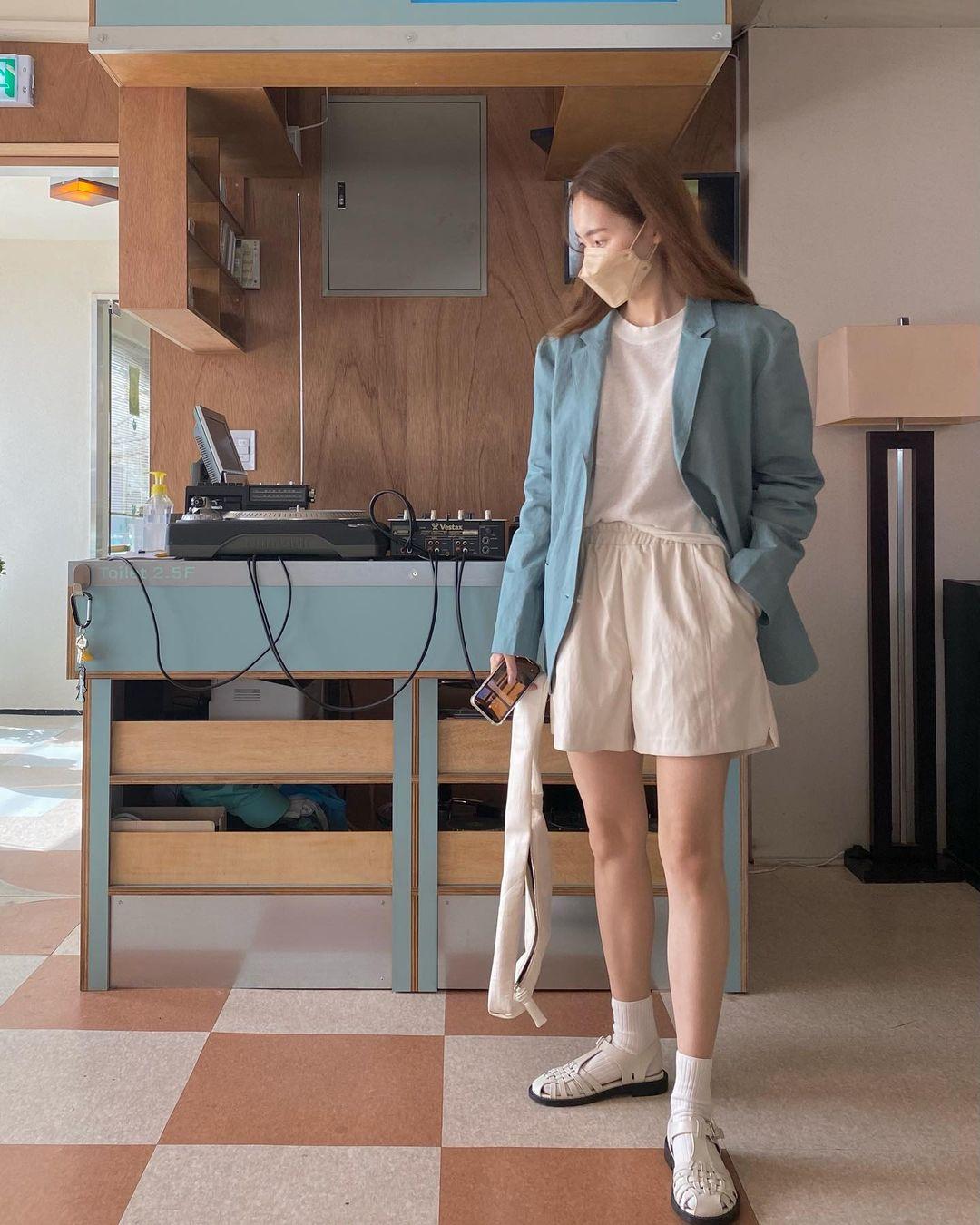 Hội sành điệu toàn mix quần shorts với 5 kiểu áo này để có outfit đẹp hết chỗ chê - Ảnh 15