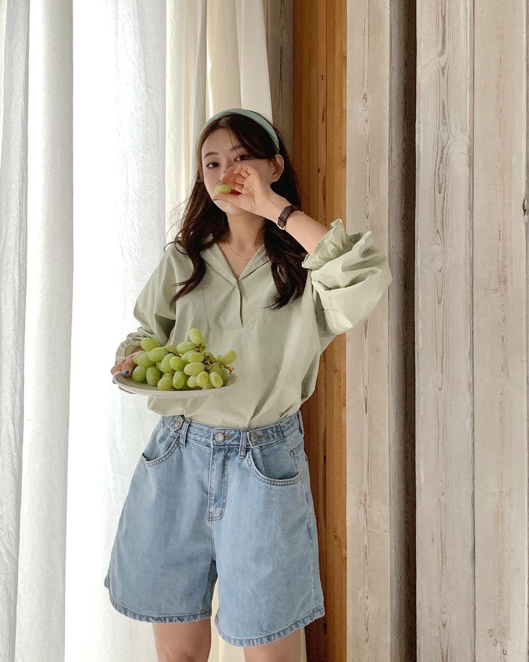Hội sành điệu toàn mix quần shorts với 5 kiểu áo này để có outfit đẹp hết chỗ chê - Ảnh 4