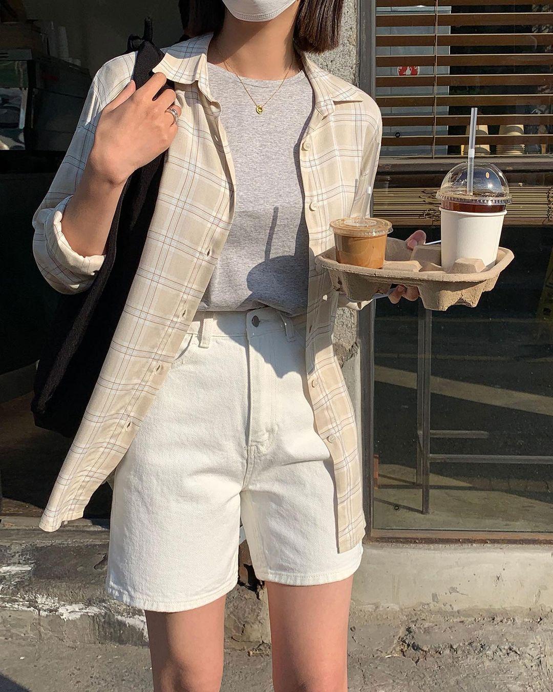 Hội sành điệu toàn mix quần shorts với 5 kiểu áo này để có outfit đẹp hết chỗ chê - Ảnh 8