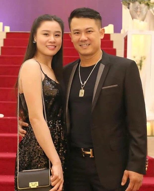 Chị Vân Quang Long xấu hổ: 'Long mất 2 tháng mà chưa ngày nào được yên tĩnh khi Linh Lan mang tiền lên mạng nói' - Ảnh 2