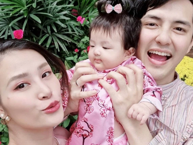 Đông Nhi lần đầu công bố loạt ảnh siêu cưng của con gái lúc 1 tuần tuổi, bé Winnie có cả tài khoản MXH riêng gây sốt