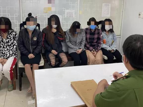 'Tú bà' điều hành môi giới mại dâm qua Facebook và Wechat