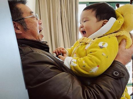 5 lợi ích khi cho trẻ gần gũi với ông bà đã được khoa học chứng minh