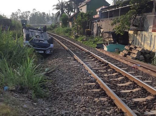 Quảng Ngãi: Tàu hỏa tông ô tô làm 3 người thương vong, công an làm việc với nhân viên gác chắn
