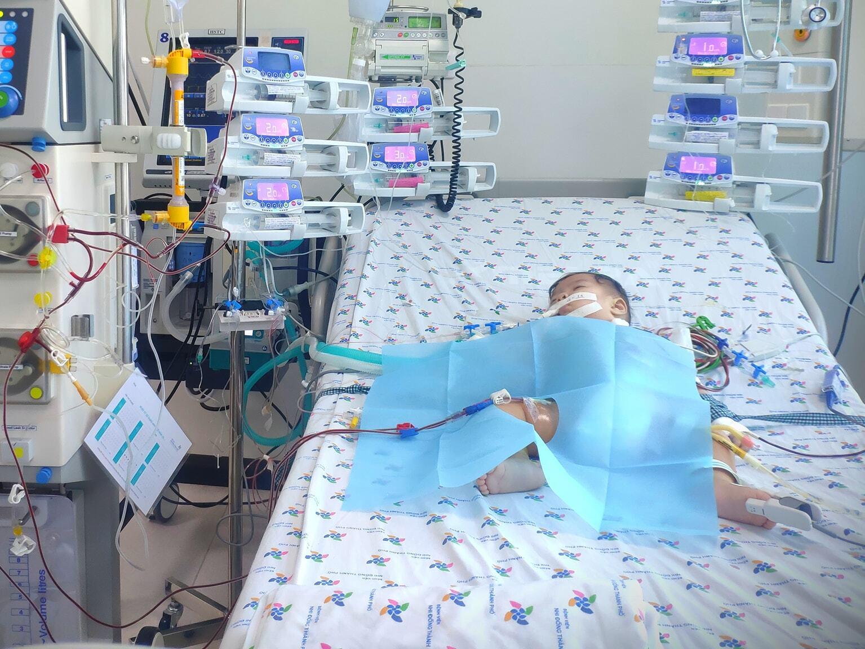 Từ ca bệnh 6 tháng tuổi nghiêm trọng, bác sĩ cảnh báo TAY CHÂN MIỆNG từ MỘT NỐT HỒNG BAN NHỎ, cha mẹ đặc biệt lưu ý