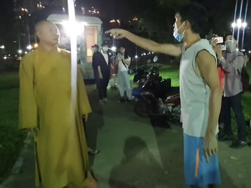 Quanh việc đăng nội dung 'thầy chùa ăn thịt chó' ở Củ Chi: Công an mời nhiều Youtuber lên làm việc