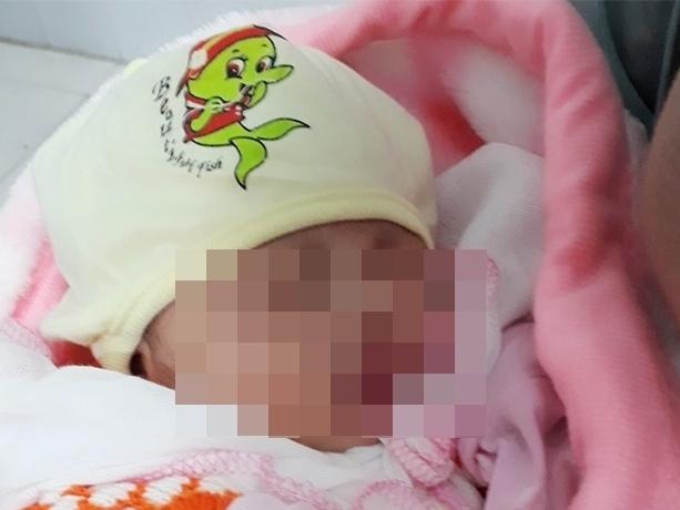 Hải Dương: Một trẻ sơ sinh bị bỏ rơi dưới gốc cây giữa mùa dịch Covid-19